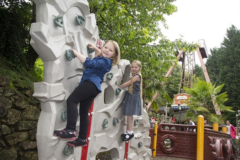 climbing wall gullivers kingdom