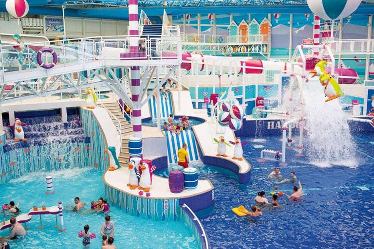 large swimming pool wih haven holidays