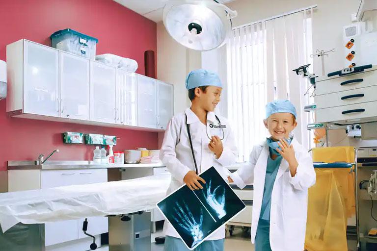 kids playing doctors at kidzania